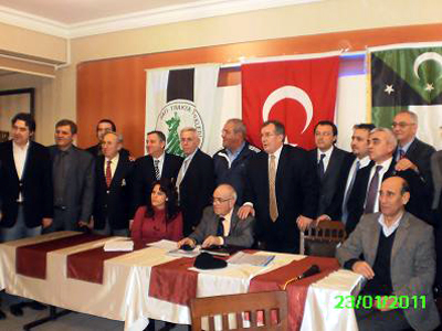 http://tourkikanea.files.wordpress.com/2011/01/dernek20bayraklar20onunde.jpg?w=400&h=300#038;h=300